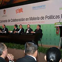 Toluca, México.- Eruviel Ávila Villegas, gobernador del Estado de México durante la firma de Convenio de Colaboración en Materia de Políticas Públicas entre el GEM y la Organización de las Naciones Unidas, ONU-HABITAT. Agencia MVT / José Hernández