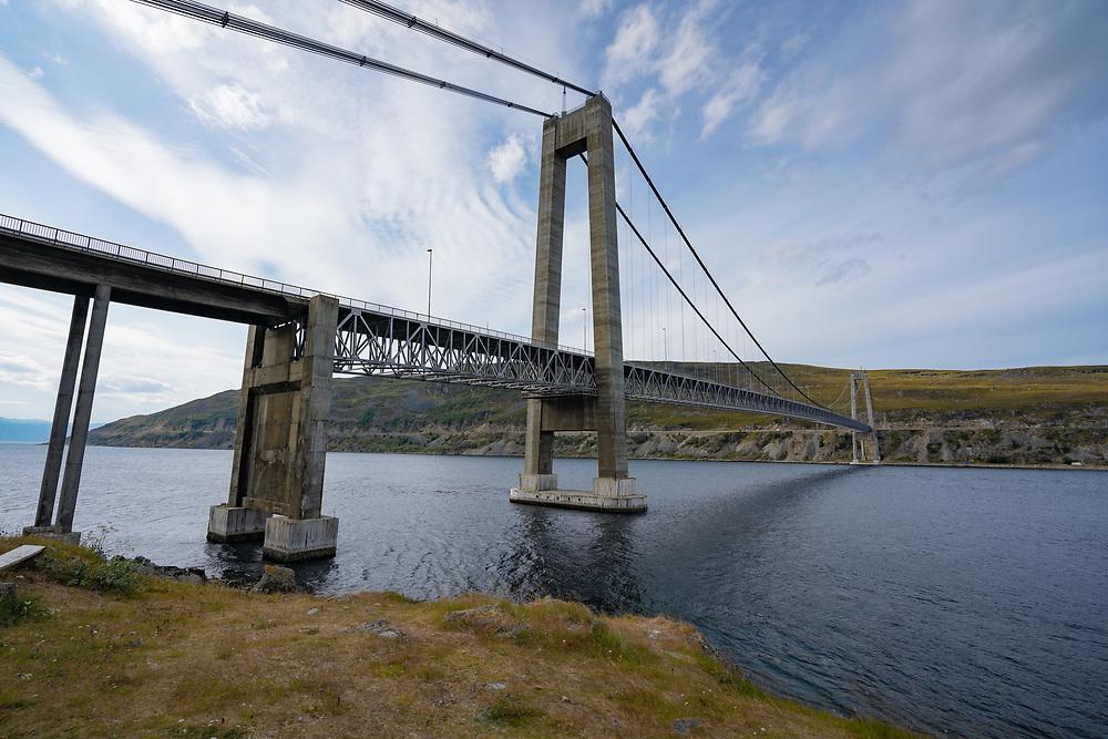 Kvalsundbrua er ei hengebru som krysser Kvalsundet mellom fastlandet og Kvaløya i Hammerfest kommune i Finnmark. Brua ble åpnet i 1977 og er 741 meter lang.