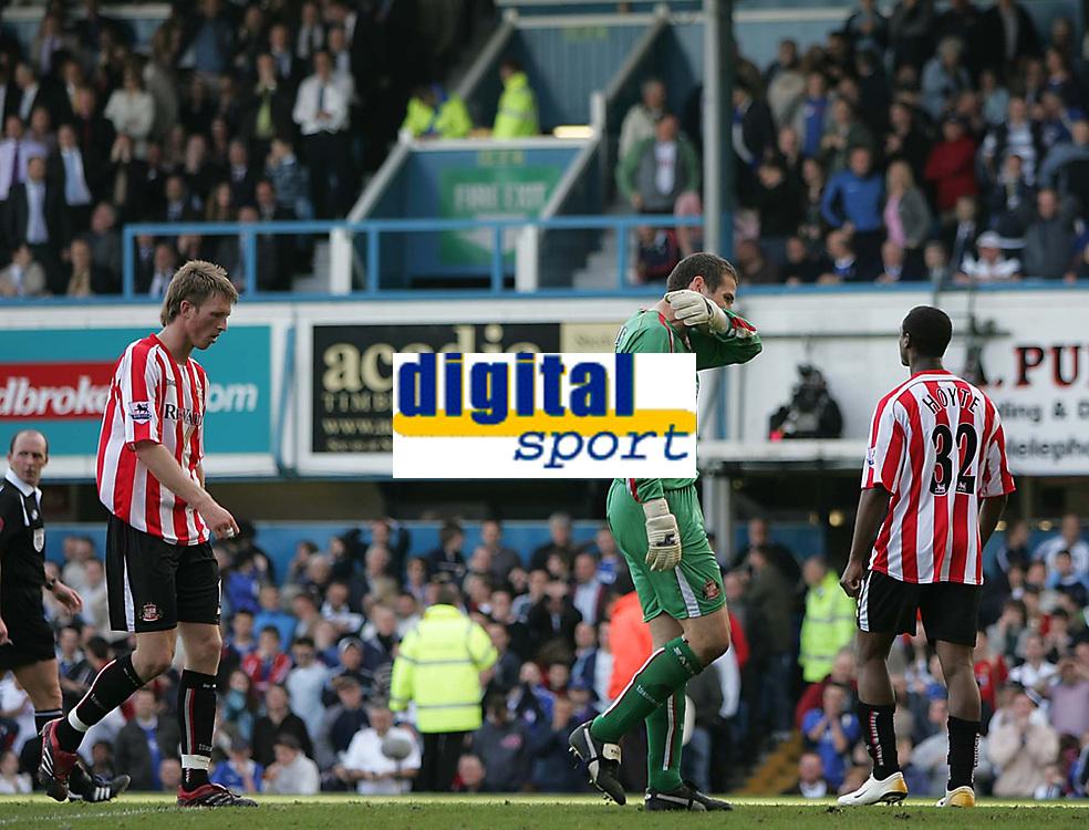 Photo: Lee Earle.<br /> Portsmouth v Sunderland. The Barclays Premiership. 22/04/2006. Sunderland keeper Kelvin Davis looks dejected after Portsmouth were awarded a penalty.