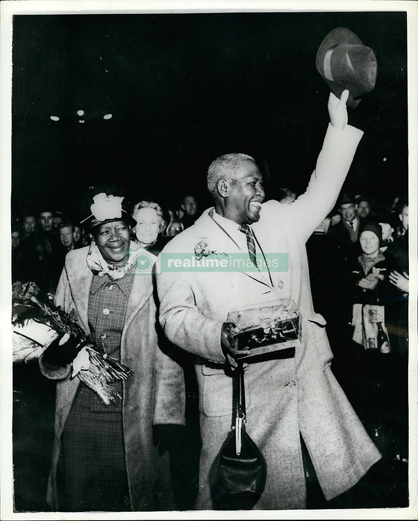 Sep. 09, 1961 - African Nobel Prize Winner Arrives in Oslo The winner of the Nobel Peace Prize for 1961, the South African leader Albert John Luthuli and his wife arrived in Oslo from London yesterday. He is to be presented with his prize tomorrow. Photo Shows: Mr. and Mrs Luthuli at Oslo's Grand Hotel waving to an enthusiastic welcoming crowd. (Credit Image: © Keystone Press Agency/Keystone USA via ZUMAPRESS.com)