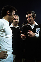 Fotball<br /> Real Madrid Feature<br /> Foto: imago/Digitalsport<br /> NORWAY ONLY<br /> <br /> 14.04.1976<br /> FIFA Schiedsrichter Clive Thomas (Wales, re.) bei der Platzwahl mit Carlos Alonso Santillana (Real Madrid)