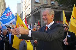 José Fortunati durante ato de campanha na esquina democrática, no centro de Porto Alegre. FOTO: Jefferson Bernardes/Preview.com