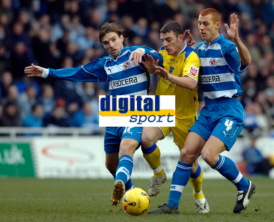 Photo: Daniel Hambury.<br />Reading v Cardiff City. Coca Cola Championship.<br />02/01/2006.<br />Reading's Bobby Convey (L) and Steve Sidwell stop Cardiff's Jason Koumas (C).