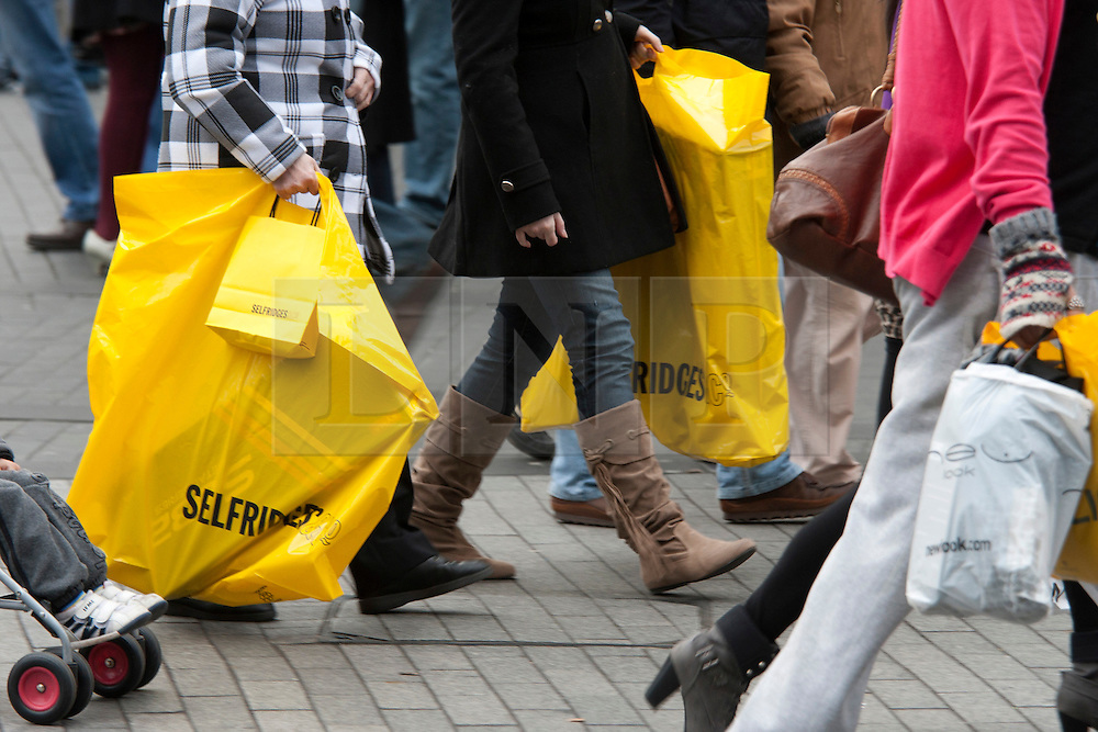 © under licence to London News Pictures 12/12/2010 Christmas shoppers were out in force today (Sunday) as car parks were full and the streets packed with shoppers looking for Christmas presents. Picture shows a busy pavement outside the Bullring shopping centre in Birmingham..Picture credit: Dave Warren/London News Pictures...