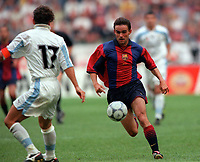 Marc Overmars (Barcelona) runs at Guerino Gottardi (Lazio). Barcelona v Lazio. The Amsterdam Tournament. Amsterdam Arena, 5/8/2000. Credit: Colorsport / Stuart MacFarlane.
