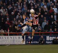 Fotball<br /> England 2004/2005<br /> Foto: SBI/Digitalsport<br /> NORWAY ONLY<br /> <br /> League One - Play off Semi Final<br /> Brentford v Sheffield Wednesday<br /> 16th May, 2005<br /> Brentfords Andy Frampton meets Wednesdays Jon-Paul McGovern in mid air.