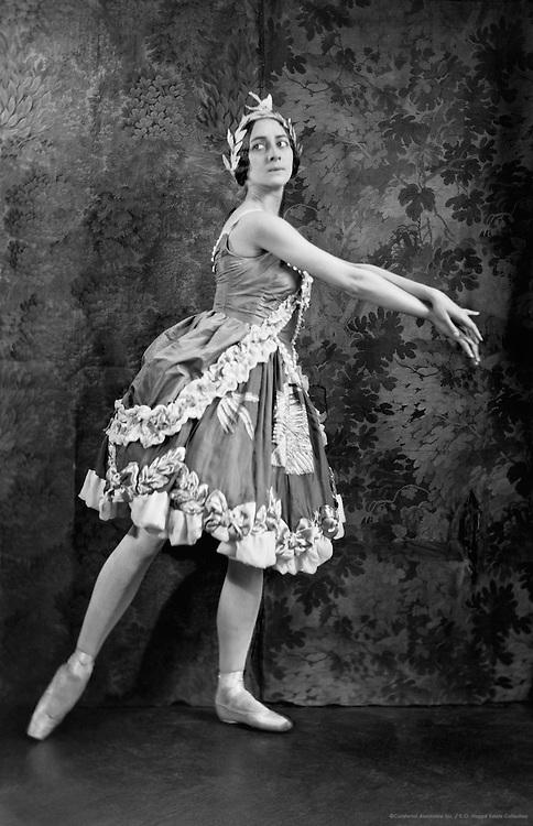 Olga Spessivtseva as Aurora in 'The Sleeping Beauty', London, England, 1921