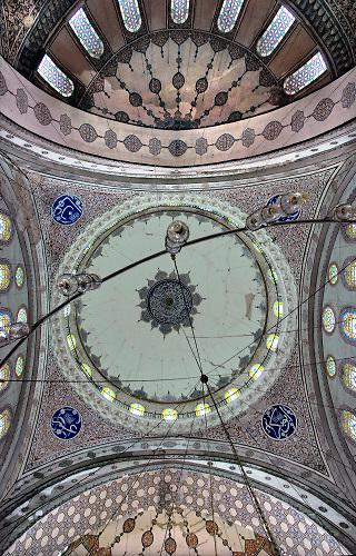 Turkije, Istanboel, 2-6-2011Plafond, dakgewelf van de Agia Sophia, aanvankelijk chrisyelijke kerk, later omgedoopt tot islamitische moskee . Karakteristieke koepelbouw . Foto: Flip Franssen