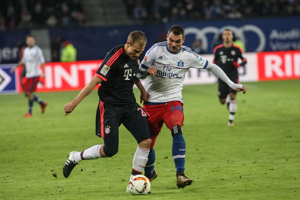 Fussball: 1. Bundesliga, Hamburger SV - FC Bayern Muenchen, Hamburg, 22.01.2016<br /> <br /> Holger Badstuber (Bayern, l.) - Pierre Michel Lasogga (HSV)<br /> <br /> © Torsten Helmke