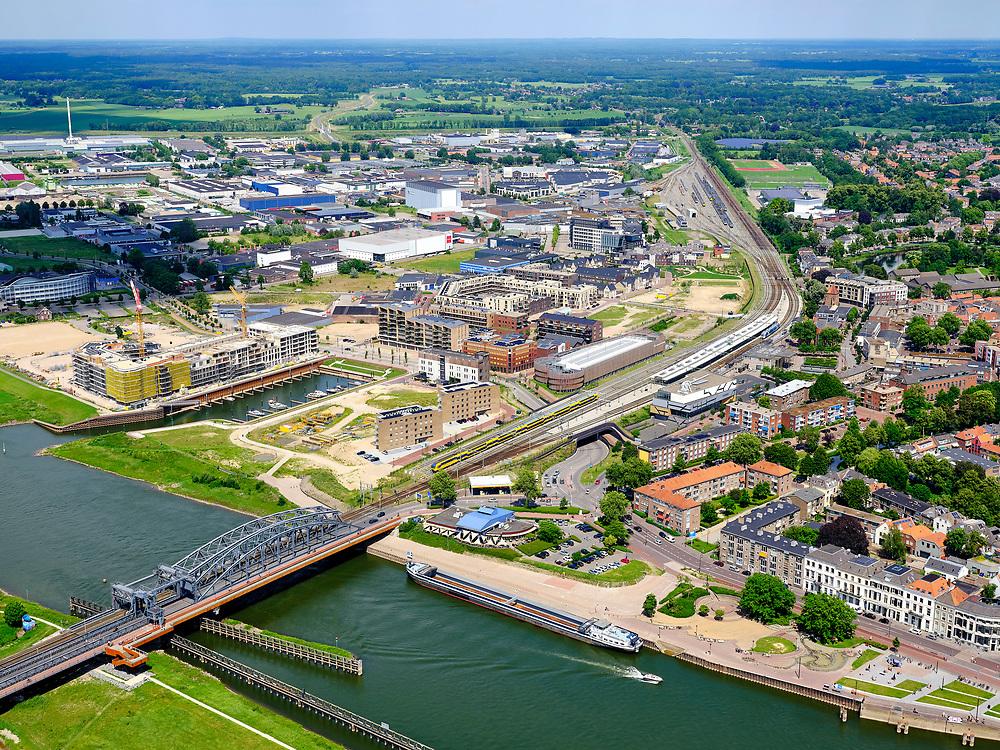 Nederland, Gelderland, Gemeente Zutphen, 21–06-2020; Hanzestad Zutphen, gelegen aan de IJssel. Spoorbrug. en station. Hanseatic city of Zutphen, located on the IJssel.<br /> <br /> luchtfoto (toeslag op standaard tarieven);<br /> aerial photo (additional fee required)<br /> copyright © 2020 foto/photo Siebe Swart