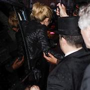 NLD/Amsterdam/20120508 - Shakira en DJ Afrojack verlaten de Soundwise studio van eric van Tijn,