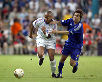 FOOTBALL - CONFEDERATIONS CUP 2003 - GROUP A - FRANKRIKE v JAPAN - 030620 - THIERRY HENRY (FRA) / YASUHITO ENDO (JAP) - PHOTO GUY JEFFROY / DIGITALSPORT