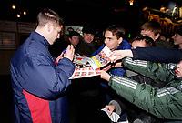 Arsenal striker Graham Barrett signs autographs at Donetsk Airport as the team arrive for the Champions league match against Shakhtar Donetsk. Donetsk, Ukraine, 6/11/2000. Credit Colorsport / Stuart MacFarlane.