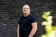 ROTTERDAM, 16-05-2020 , Ahoy Hallen , Eurovision Shine a light 2020.<br /> <br /> RoddelPraat, een wekelijks online programma op YouTube. Het programma focust zich op de actualiteiten in de amusementswereld. De presentatie wordt verzorgd door Dennis Schouten en Jan Roos. FOTO: Brunopress/Patrick van Emst<br /> <br /> Op de foto:  Jan Roos