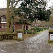 NLD/Naarden/20060104 - Ingang van het Talpa hoofdkantoor landgoed Oud Bussem Flevolaan Naarden, omroep, John de Mol, boederij, Strengholt,
