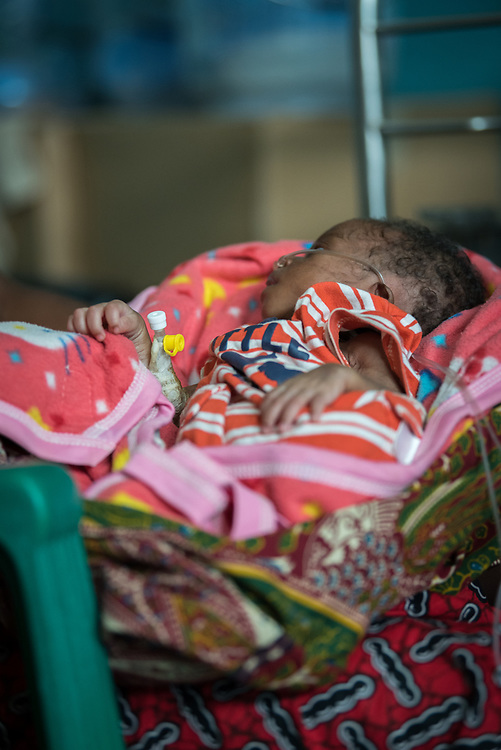 2 November 2019, Ganta, Liberia: A child born in the seventh month of pregnancy receives support at Phebe Hospital. Located in Bong county, Phebe Hospital serves tens of thousands of patients each year. It is a government referral hospital for which the Lutheran Church in Liberia provides managerial resources.