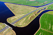 Nederland, Friesland, Waldwei, 01-05-2013; Aquaduct Langdeel. Het aquaduct ligt ten zuiden van Leeuwarden bij de wijk Zuiderburen en maakt deel uit van de Waldwei (N31). Het kanaal Langdeel is onderdeel van de staande mastroute.<br /> Aqueduct Langdeel near Leeuwarden, North Netherlands, next to the newly constructed residential area Zuiderburen (Southern neighbours). It crosses the motorway N31. <br /> luchtfoto (toeslag op standard tarieven);<br /> aerial photo (additional fee required);<br /> copyright foto/photo Siebe Swart motorway N31. <br /> luchtfoto (toeslag op standard tarieven);<br /> aerial photo (additional fee required);<br /> copyright foto/photo Siebe Swart