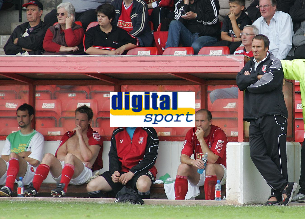 Photo: Paul Thomas.<br /> Walsall v Swansea. Coca Cola League 1.<br /> 27/08/2005.<br /> <br /> Paul Merson and the Walsall bench don't look happy loosing 5 - 2.