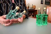 Jindrichuv Hradec/Tschechische Republik, Tschechien, CZE, 31.08.2007: Das Unternehmen Hill´s Liquere S.R.O. wurde 1920 von Albin Hill  gegründet. Die Tradition wurde 1947 von Radomil Hill weitergeführt - heute wird das Unternehmen von seiner Tochter Ilona Musialova geleitet. Hill´s Absinth wird in der südböhmischen Stadt  Jindrichuv Hradec produziert. Links bläulicher Absinth für den Export nach Kanada - rechts der typisch grüne Absinth für den europäischen Markt.<br /> <br /> Jindrichuv Hradec/Czech Republic, CZE, 31.08.2007: Albin Hill established Hill's Liguere in 1920. He started out as a wine wholesaler and soon after he began producing his own liquor and liqueurs. In 1947 his son Radomil Hill continues this tradition and today his daughter Ilona Musialova is leading the company. Left blue Absinth for the export to Canada - right the typical Absinth for the european market.