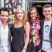 NLD/Amsterdam/20150511 - Premiere Pitch Perfect 2, Mario Perton (L) met vrienden
