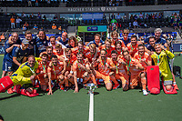 AMSTELVEEN - Nederland kampioen. teamfoto,    EK hockey, finale Nederland-Duitsland 2-2. mannen.  Nederland wint de shoot outs en is Europees Kampioen.  COPYRIGHT KOEN SUYK