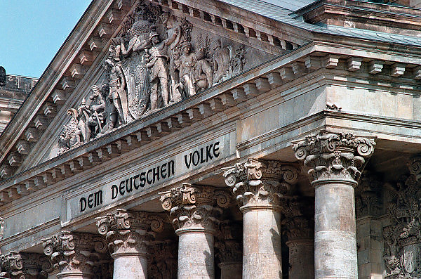 Duitsland, Berlijn, 25-8-2005Detail van het gebouw van de Rijksdag, Reichstag Building, the german parliament. Dem deutschen volke.Foto: Flip Franssen/Hollandse Hoogte