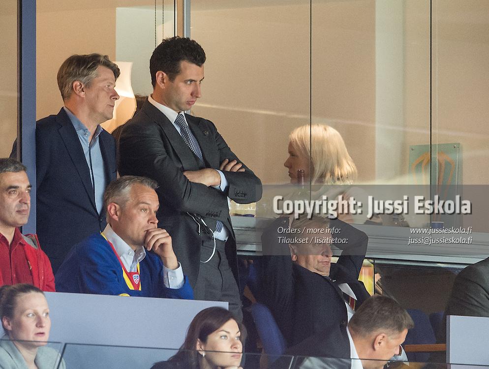 Roman Rotenberg ja Hjallis Harkimo ottelun viime minuuteilla. Jokerit - SKA. KHL. 1.10.2015. Photo: Jussi Eskola