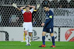 20-10-2009 VOETBAL: AZ - ARSENAL: ALKMAAR<br /> AZ in slotminuut naast Arsenal 1-1 / Stijn Schaars en Cesc Fabregas<br /> ©2009-WWW.FOTOHOOGENDOORN.NL