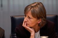 09 JAN 2005, BERLIN/GERMANY:<br /> Sigrid Krampiz, Bueroleiterin des Bundeskanzlers, vor Beginn der Sitzung des SPD Praesidiums zum Auftakt der Klausurtagungen, Willy-Brandt-Haus<br /> IMAGE: 20050109-01-012<br /> KEYWORDS: Präsidium, Büroleiterin