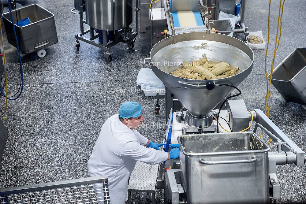 Nederland, Amsterdam, 14 juli 2016.<br /> Een kijkje In de keuken van het familiebdrijf FEBO.<br /> Febo is een snackbarketen in Nederland. De oprichter begon ooit als brood- en banketbakker.<br /> In 1942 werd Maison Febo (oorspronkelijk Bakkerij Febo) opgericht door Johan de Borst (1919-2008). Wat begon als een bakkerswinkel groeide uit tot een automatiek, waar De Borst zelfgemaakte kroketten verkocht.<br /> De naam 'Febo' is afgeleid van de Amsterdamse Ferdinand Bolstraat in de Pijp.<br /> Dagelijks worden de kroketten en burgers nog altijd volgens het authentieke recept van Opa de Borst dagvers bereid. Continu zorgt FEBO ervoor dat de producten nog steeds dezelfde kwaliteit hebben als vroeger.<br /> Dagelijks start FEBO s'ochtends heel vroeg met het maken van een ambachtelijke bouillon gemaakt van verse groenten om vervolgens een ragout te maken van het beste kwaliteitsvlees van 100% Nederlandse runderen uit de buurt. Iedere dag wordt van deze ragout de beroemde FEBO kroket gemaakt. De kroketten zijn dagvers en worden nooit ingevroren.<br /> Netherlands, Amsterdam, July 14, 2016.<br /> A peek in the kitchen of the family company FEBO.<br /> Febo is a snack bar chain in the Netherlands. The founder started as a baker and confectioner.<br /> In 1942, Maison Febo (originally Bakery Febo) was founded by Johan de Borst (1919-2008). What began as a bakery grew into an automatic, where Johan Borst sold homemade croquettes. <br /> The name 'Febo' derives from the Amsterdam Ferdinand Bolstraat in the Pijp.<br /> The croquettes and meat burgers  are still produced with the authentic recipe of Grandfather Borst and prepared fresh every day. FEBO continuously ensures that the products still have the same quality as before.<br /> FEBO starts very early in the morning with making a bouillon made from fresh vegetables and then make a ragout with the best quality meat of 100% Dutch cattle from the area.  From this ragout the famous FEBO croquette is made fresh every day. The cr