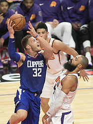 October 21, 2017 - Los Angeles, California, U.S - Blake Griffin #32 of the Los Angeles Clippers goes for a shot against Tyson Chandler #4 of the Phoenix Suns during their first season game on Saturday October 21, 2017 at the Staples Center in Los Angeles, California. Clippers defeat Suns, 130-88. (Credit Image: © Prensa Internacional via ZUMA Wire)