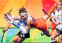 RIO DE JANEIRO  -  Eva de Goede (Ned) stuit op Hannah Kruger (Ger)  tijdens   de halve finale hockey dames  Nederland-Duitsland (1-1),   tijdens de Olympische Spelen. Nederland wint shoot outs en is door naar de finale. .   COPYRIGHT KOEN SUYK