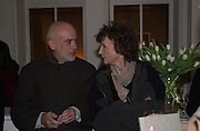 Francesco Clemente and Lindy Dufferin. ( Marchioness of Dufferin and Ava. )Francesco Clemente private view. Anthony d'Offay . London. 1 March 2001. © Copyright Photograph by Dafydd Jones 66 Stockwell Park Rd. London SW9 0DA Tel 020 7733 0108 www.dafjones.com