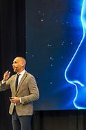 """De VAAN (Vereniging Arbeidsrecht Advocaten Nederland) congresseert ter ere van het tweede lustrum.<br /><br />Thema van het congres: Back to the Future.<br /><br />Net als in de film uit 1985 rijdt een originele DeLorean de zaal in als surprise-act met daarin Prof.dr.mr. Stefan Sagel als Doc Emerett Brown en<br />Prof.dr.mr. Evert Verhulp als Marty McFly.<br /><br />""""Het arbeidsrecht is continue in beweging en staat aan de vooravond van grote stappen: de gevolgen van robotisering, de platform economie en blockchain technologie op werk zijn voelbaar. Deze ontwikkelingen doen de vraag rijzen of de arbeidsovereenkomst in zijn huidige vorm, uitgaande van een gezagsverhouding tussen werkgever en werknemer, nog wel van deze tijd is. Tijdens ons congres zal deze vraag beschouwd worden vanuit futurologisch-, economisch-, rechtswetenschappelijk- en arbeidsmarktperspectief. In de vorm van kort en krachtige, TED Talks zullen prominente sprekers terugblikken op de arbeidsovereenkomst maar vooral vooruit kijken."""" (bron: VAAN)<br /><br />Utrecht, 28 juni 2018."""