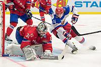 Ishockey<br /> VM 2015<br /> Russland v Norge 6:2<br /> 01.05.2015<br /> Foto: imago/Digitalsport<br /> NORWAY ONLY<br /> <br /> Goalie Lars Volden (NOR) makes a save in front of Viktor Tikhonov (RUS).