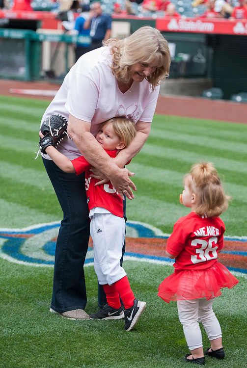 Jered Weaver's mom Gail gets a hug from her grandchildren before Mother's Day activities at Angel Stadium Sunday.<br /> <br /> ///ADDITIONAL INFO:   <br /> <br /> angels.0509.kjs  ---  Photo by KEVIN SULLIVAN / Orange County Register  --  5/8/16<br /> <br /> The Los Angeles Angels take on the Tampa Bay Rays at Angel Stadium Sunday.<br /> <br />  5/8/16