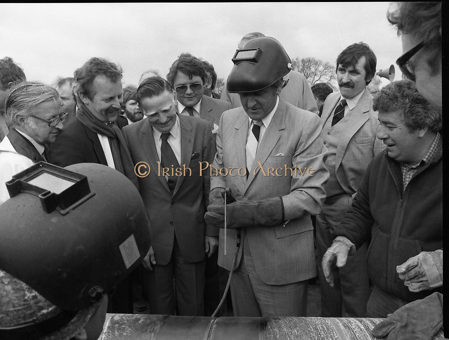 Cork / Dublin Gas Pipeline.28.04.1982.04.28.1982.28th April 1982.1982...At Brownbarn,Kingswood,Dublin the Minister for Industry and Energy, Mr Albert Reynolds T.D. performed the ceremonial first weld to officially start the project..After welding the pipe Minister Reynolds admires his handiwork.