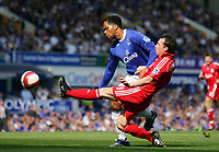 Fotball<br /> England<br /> Foto: Propaganda/Digitalsport<br /> NORWAY ONLY<br /> <br /> 09.08.2006<br /> Everton v Liverpool<br /> Liverpool's Robbie Fowler and Everton's Joleon Lescott during the 204th Merseyside Derby match at Goodison Park