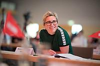DEU, Deutschland, Germany, Berlin, 22.08.2020: Susanne Hennig-Wellsow, Landesvorsitzende DIE LINKE in Thueringen, beim Landesparteitag von DIE LINKE im Estrel Convention Center in Neukölln. Es ist der erste nicht-virtuelle Parteitag einer Partei in der Corona-Pandemie. Es gelten strikte Abstands- und Hygieneregeln sowie Maskenpflicht (ausser an den Plätzen), so sollen Ansteckungen mit dem Coronavirus vermieden werden.