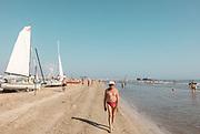 ITALY, RIMINI, early morning at the seashore