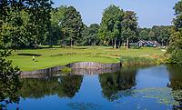 HAARZUILENS  - Green  Hole 2   met clubhuis,  Golfclub De Haar , van 9 naar 18 holes. .  COPYRIGHT KOEN SUYK