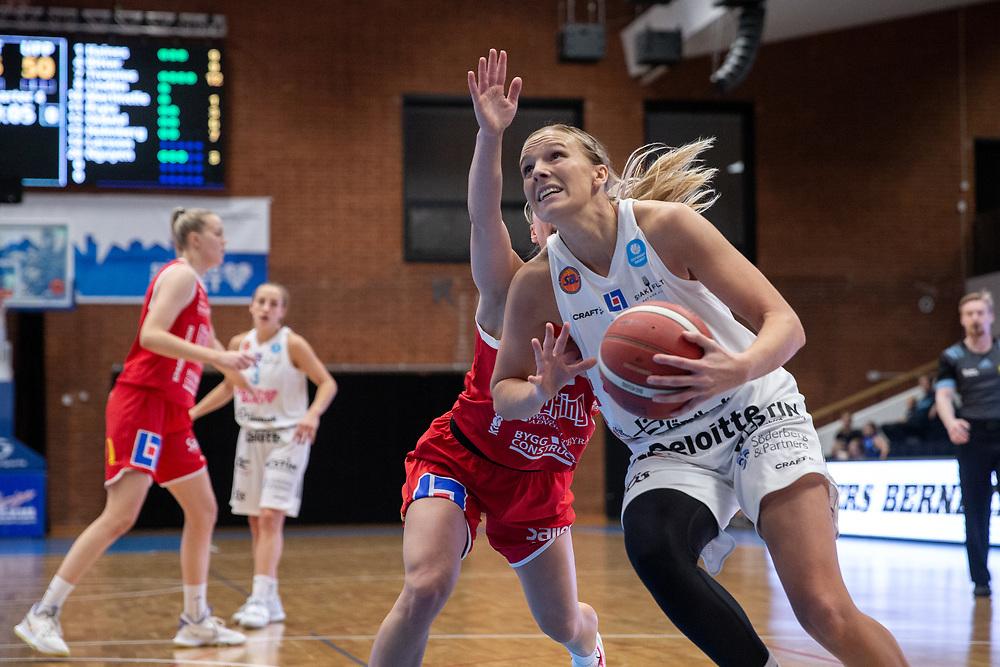 ÖSTERSUND 20210925<br /> Östersunds Elsa Paulsson Glantz  under lördagens match i Basketligan mellan Östersund Basket och Uppsala Basket i Östersunds Sporthall<br /> <br /> Foto: Per Danielsson/Projekt.P