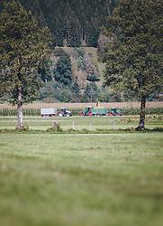THEMENBILD - auf einem Maisfeld wird der Mais mit Traktoren geerntet, aufgenommen am 08. Oktober 2020, Kaprun, Österreich // on a maize field the maize is harvested by tractors on 2020/10/08, Kaprun, Austria. EXPA Pictures © 2020, PhotoCredit: EXPA/ Stefanie Oberhauser