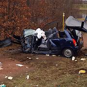 Dodelijk ongeval Randweg Huizen, .politie, beknelling, verkeer, brandweer, ambulance, trauma, wrak