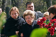 Moscow, Russia, 26/04/2007..Boris Yeltsin's widow Naina and daughters Yelena [black scarf] and Tatyana [dark glasses] make a private visit to to his grave the morning after the former Russian President was buried. Yelena supports her mother as Tatyana prepares to lay roses on the grave..