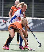 UTRECHT - HOCKEY -  Kyra Fortuin (Oranje-Rood)  met Floortje Plokker (Kampong)  tijdens  de hoofdklasse hockeywedstrijd dames Kampong-Oranje-Rood (0-5) .  COPYRIGHT KOEN SUYK