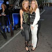 NLD/Amsterdam/20070418 - Cosmopolitan bestaat 25 jaar, Caroline Spoor en vriendin
