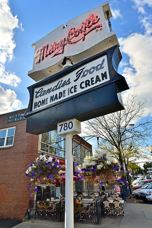 Exterior sign of Trecaso's Mary Coyle Fine Italian Cuisine & Ice Cream.