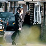 Koninging Beatrix arriveert bij tandarts Beekmans in Laren