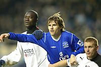 Fotball<br /> England 2004/2005<br /> Foto: SBI/Digitalsport<br /> NORWAY ONLY<br /> <br /> Everton v Fulham<br /> Barclays Premiership. 20/11/2004<br /> <br /> Kevin Kilbane of Everton of tussles with Papa Bouba Dioup and Mark Pembridge of Fulham.